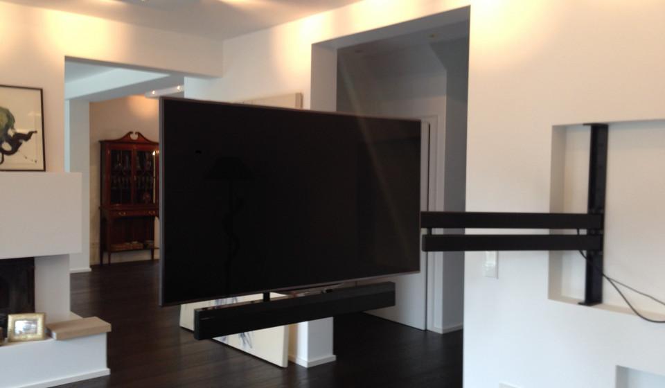 Schwenkbare TV Halterung